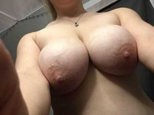 Laureene huge cock women personals Plessisville QC